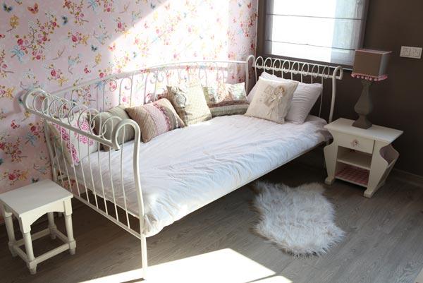 Eigen stijl interieurstyling uden meisjeskamer roze